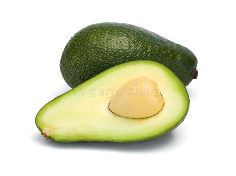 Intero ed avocado diviso in due isolato immagini stock libere da diritti