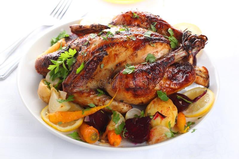 Intero pollo arrostito immagine stock