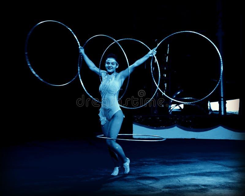 Interprète de cercle de danse polynésienne photographie stock libre de droits