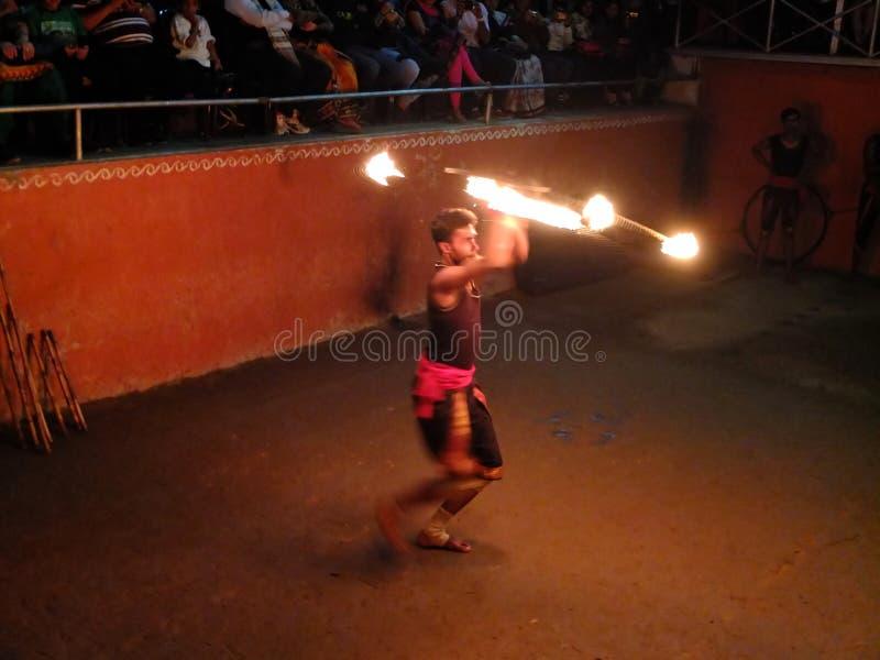 Interprète de danse du feu photographie stock libre de droits