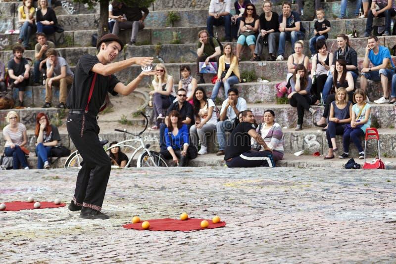 Interprète de rue à l'amphithéâtre de Mauerpark images stock