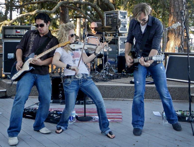 Interprète et bande de musique country de Nancy Stovall images stock