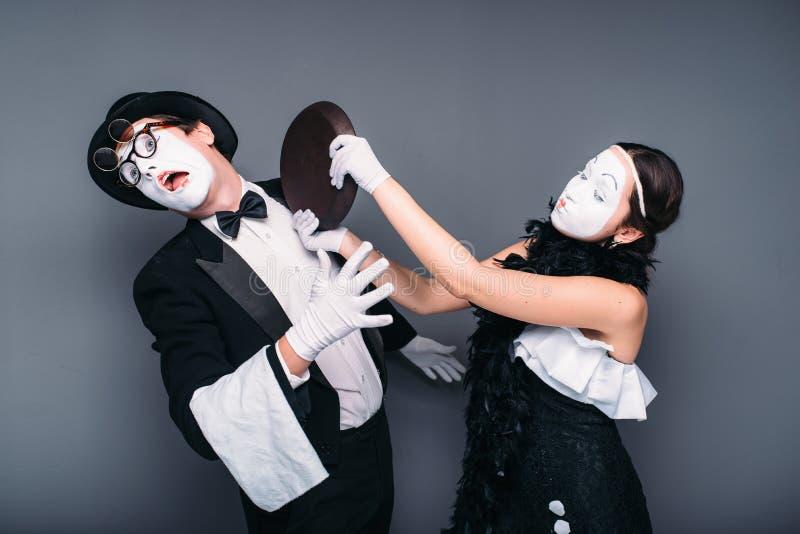 Interprètes de théâtre de pantomime avec la poêle images stock