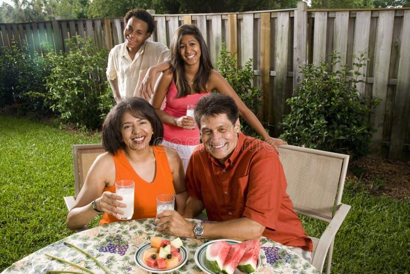 Interracial familie royalty-vrije stock afbeeldingen