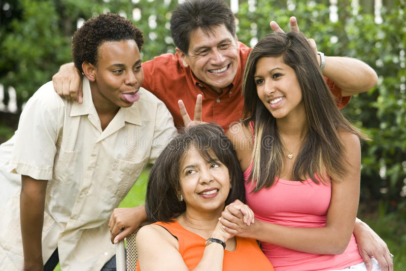 interracial familj royaltyfri fotografi