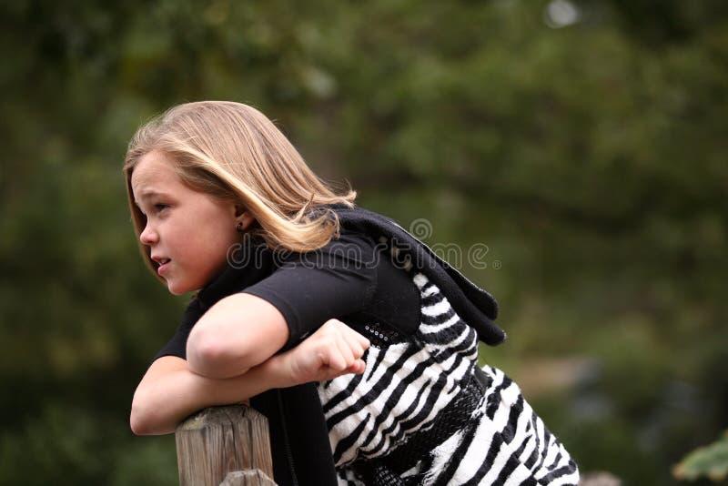 Interrogation sur la jeune fille de durée photo libre de droits
