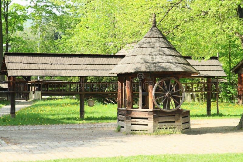 Interrup??o de madeira dentro no museu do ar livre de Wallachian foto de stock