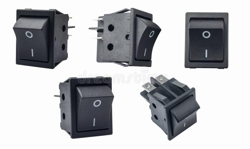 Interruptor de eje de balancín o interruptor micro con./desc. en el fondo blanco utilizado en protectores de sobretensiones, moni fotografía de archivo