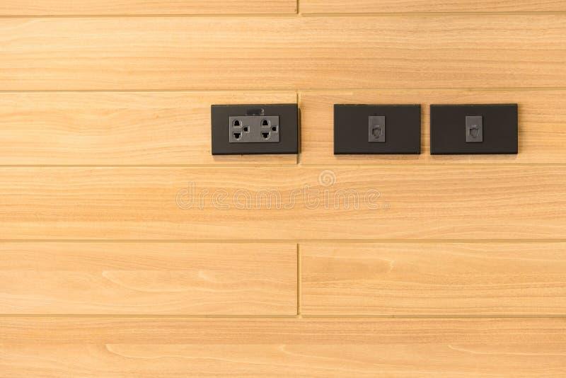 Interruptor del mercado en la pared en el hogar, equipo que conecta electrica foto de archivo libre de regalías