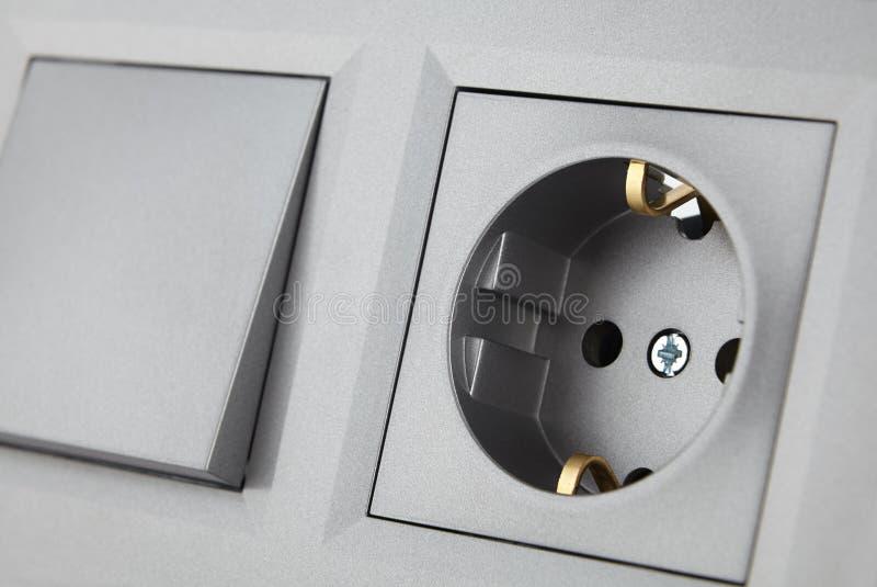 Interruptor eléctrico estándar europeo y zócalo, sistema para el cableado eléctrico del hogar imagen de archivo