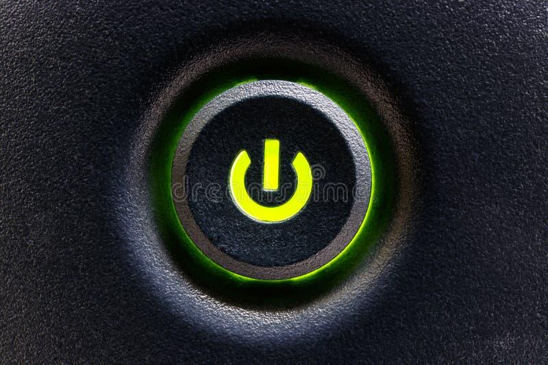 Interruptor o botón del ordenador con el punto culminante verde I fotos de archivo