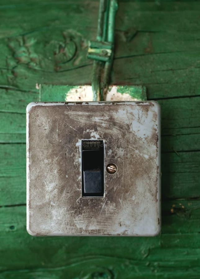Interruptor sujo velho na parede de madeira imagens de stock royalty free