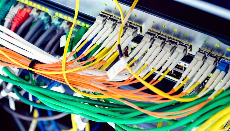 Interruptores óticos e dos ethernet imagens de stock