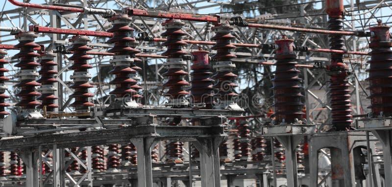 Interruptores industriais de um central elétrica com poder de alta tensão lin imagem de stock