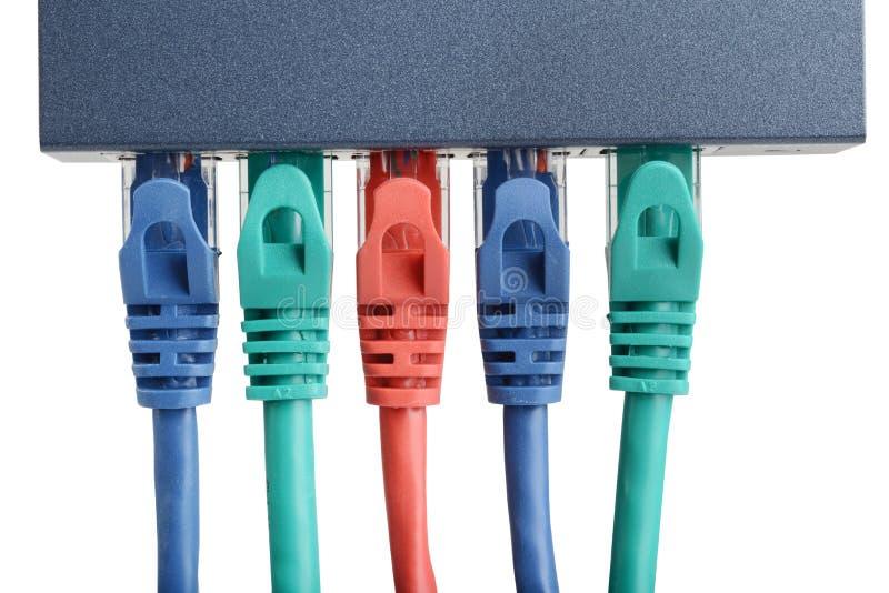 Interruttore di rete Ethernet a 5 porte isolato con cavi immagine stock