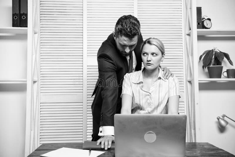 Interruttore di silenzio contro molestie Comportamento inaccettabile nel luogo di lavoro Relazioni vietate sul lavoro Molestia se immagini stock
