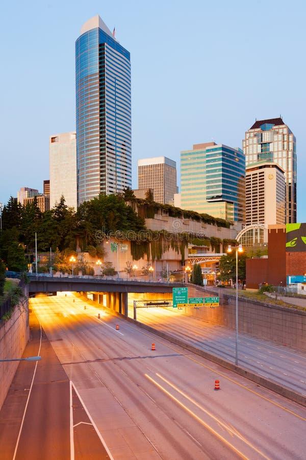Intersate I-5 sous le parc d'autoroute au centre ville photos stock