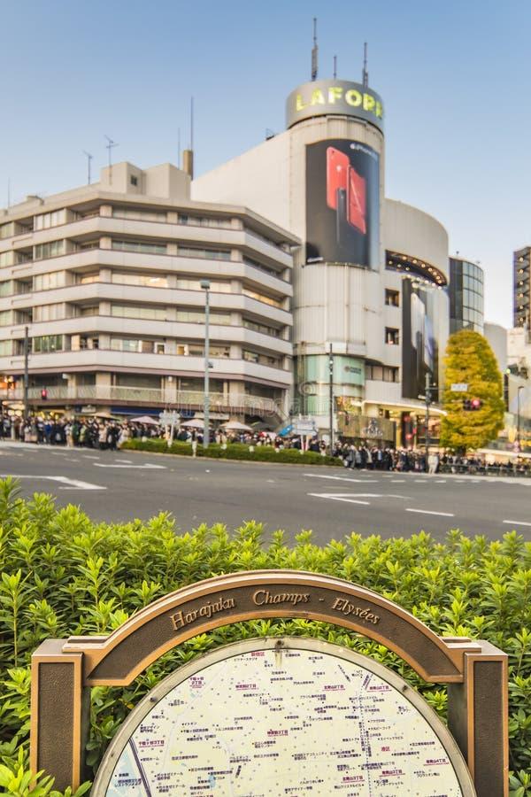 A interseção japonesa do cruzamento do distrito dos fashion's da cultura de juventude de Harajuku Laforet nomeou campeões-élys imagens de stock royalty free