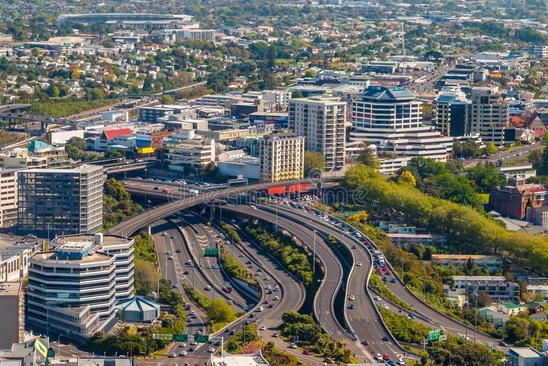 Interseção principal no distrito de Newton da cidade de Auckland imagem de stock