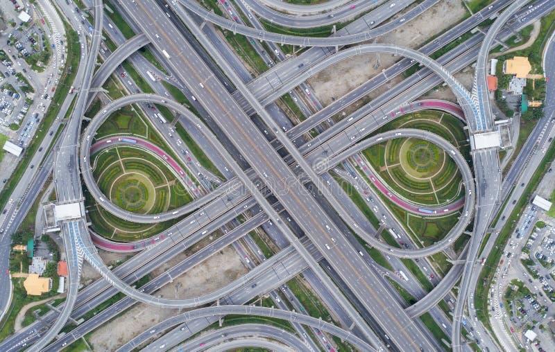 Intersección del camino de la carretera de la visión aérea para el fondo del transporte o del tráfico imágenes de archivo libres de regalías