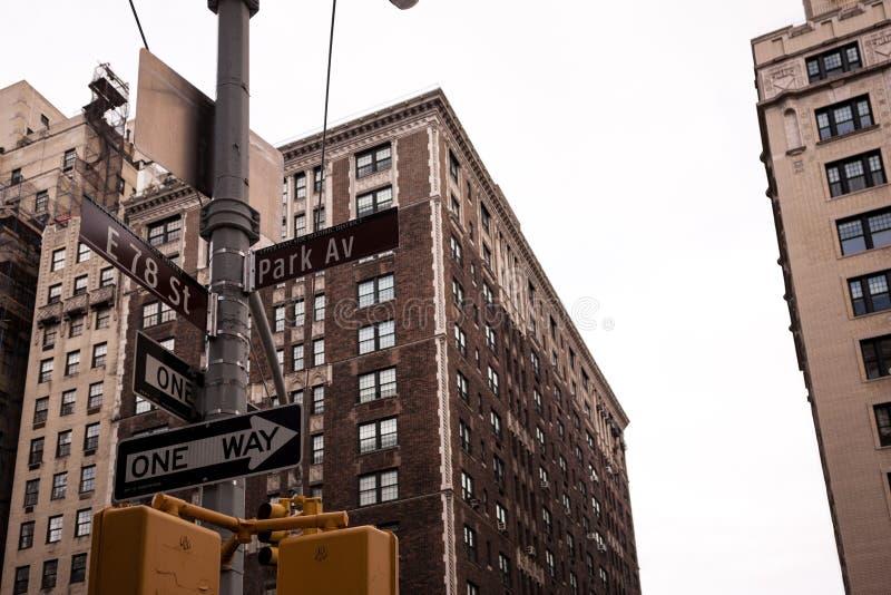 Intersección en la avenida del parque y 78.a calle en NYC fotos de archivo libres de regalías