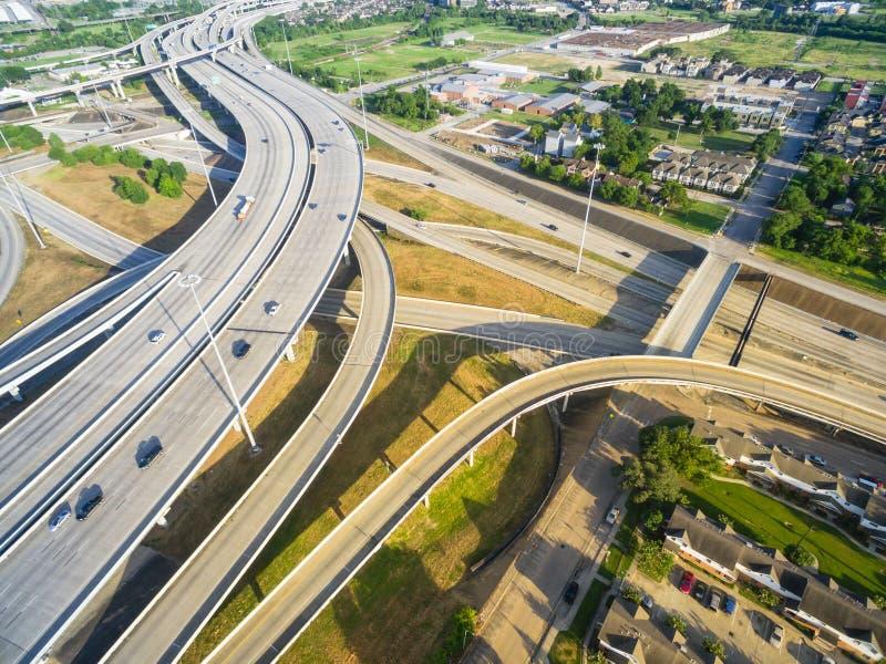 Intersection d'un état à un autre de l'autoroute urbaine I69 de vue supérieure dans plus grand Houst photos libres de droits