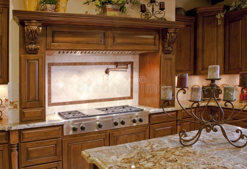intervalle moderne de cuisine à la maison de gaz inoxidable photographie stock