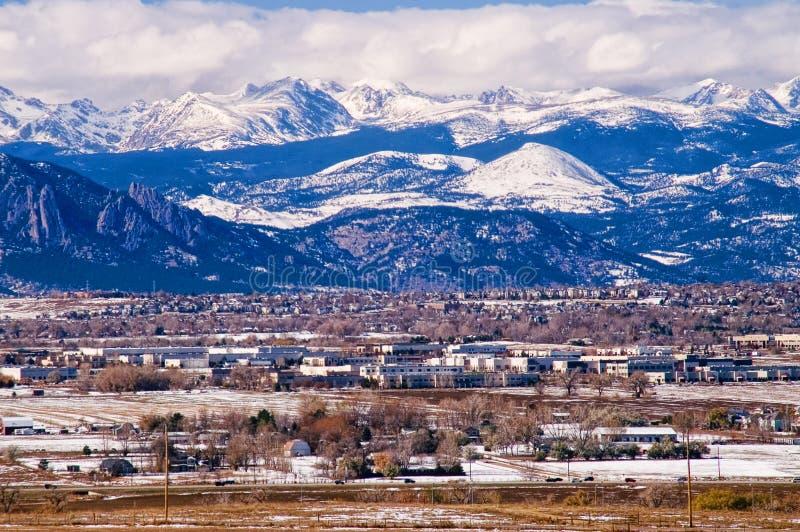 Intervallo di fronte di Montagne Rocciose in inverno fotografia stock