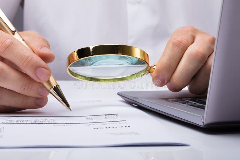 Interventor Inspecting Financial Documents fotografía de archivo libre de regalías