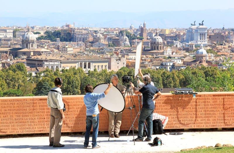 Sända mot bakgrunden av Rome, Italien royaltyfri bild