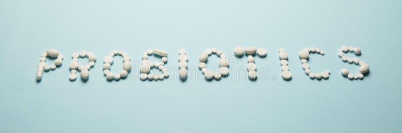 Intestinos e comprimidos, probiotics, antibi?ticos Estripe a prote??o, a recupera??o da doen?a e o tratamento fotos de stock royalty free