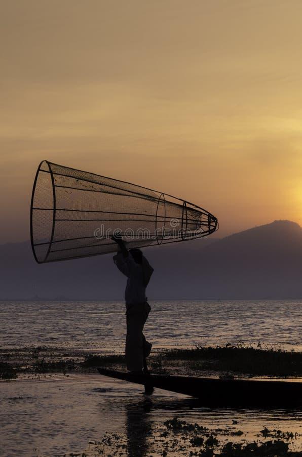 Intha rybak przy Inle jeziorem w Myanmar zdjęcia royalty free