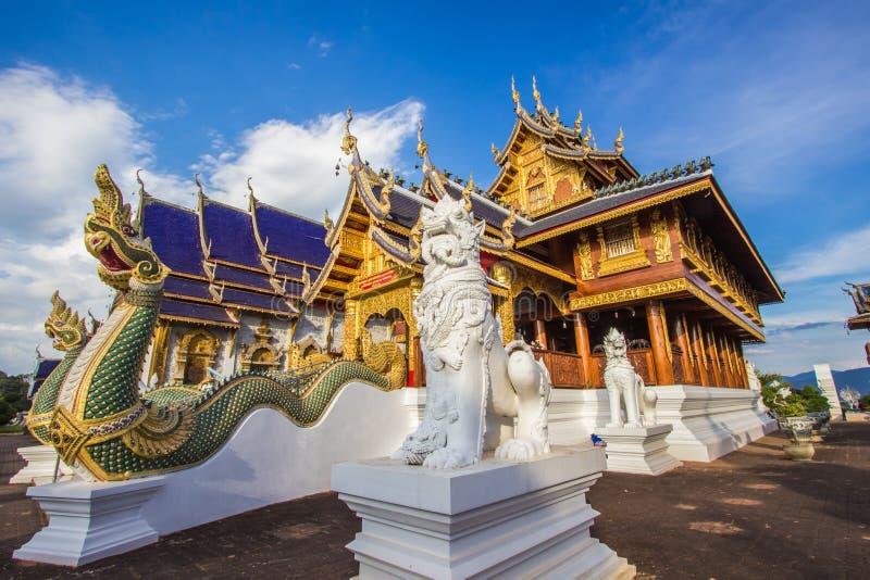Inthakhin Subdistrict, Mae Taeng District, Chiang Mai Province, nordliga Thailand på November 20,2017: Härliga konster och arkite arkivfoto