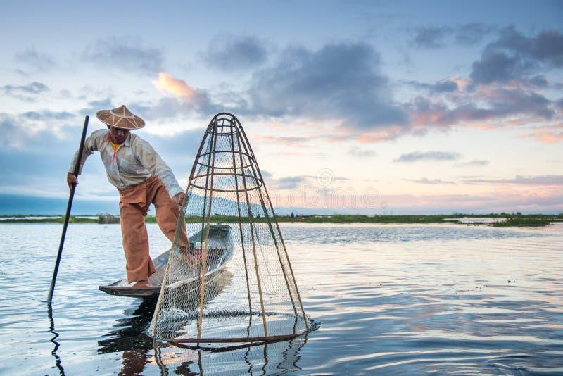 Inthavisser op boot in Inle-meer, Myanmar royalty-vrije stock foto