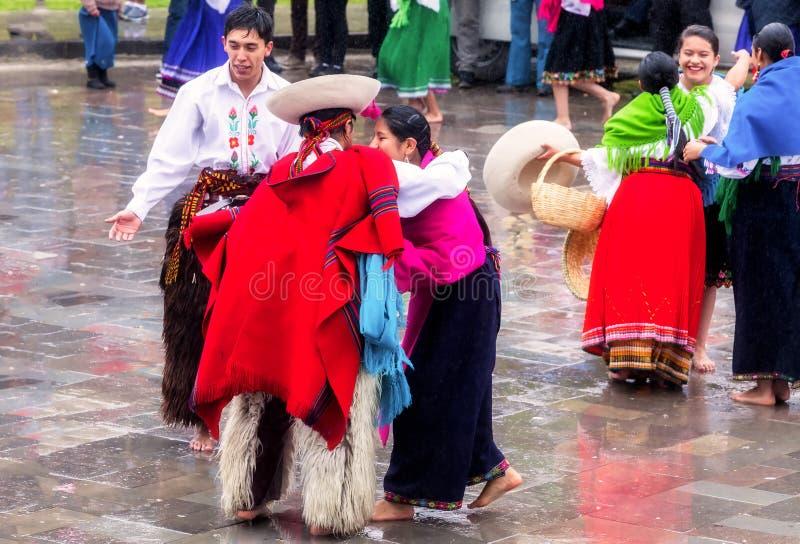 Inti Raymi de comemoração nativo não identificado, Inca Festival do Sun em Ingapirca, Equador imagens de stock
