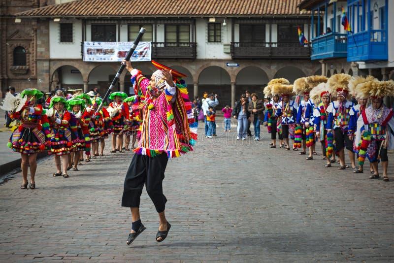 Inti Raymi Jumping Quechua Man i Cusco, Peru arkivfoton