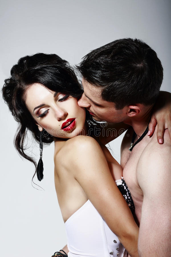 Intimité. Couples de Beloveds embrassant et étreignant. Proximité image stock