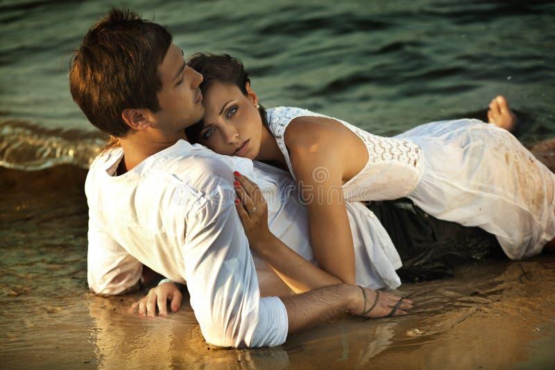 Intimiteit op het strand stock foto