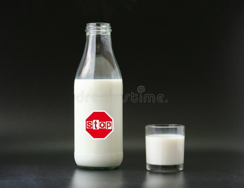 Intolerancia de la leche fotografía de archivo libre de regalías
