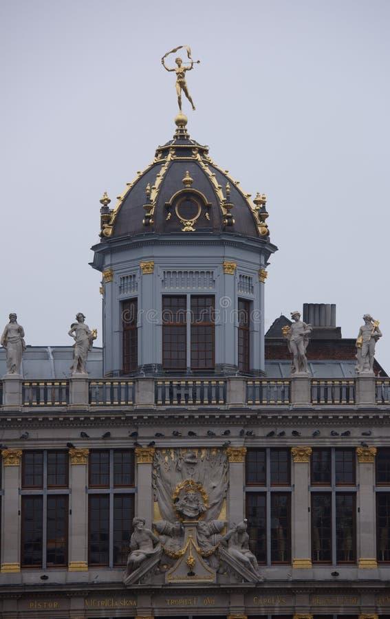 Intorno a Grand Place è la precedente casa individuata di cooperativa Ciascuno di fotografie stock