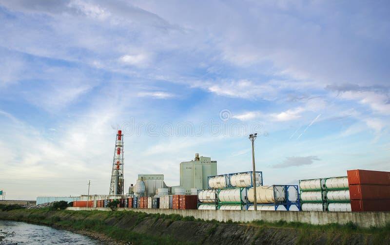 Intoxiquez la cuve de stockage sur la route, l'industrie du gaz, l'injection de gaz, le stockage et l'extraction à partir des équ images stock