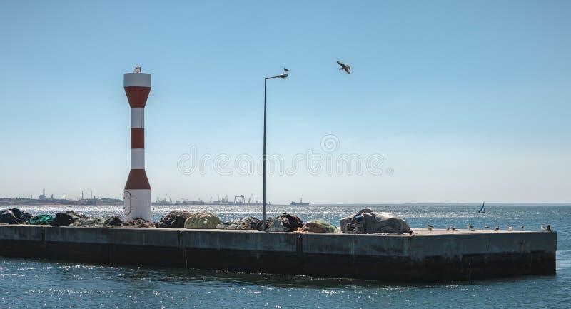 Inträde i hamnen i Setubal, Portugal royaltyfri bild