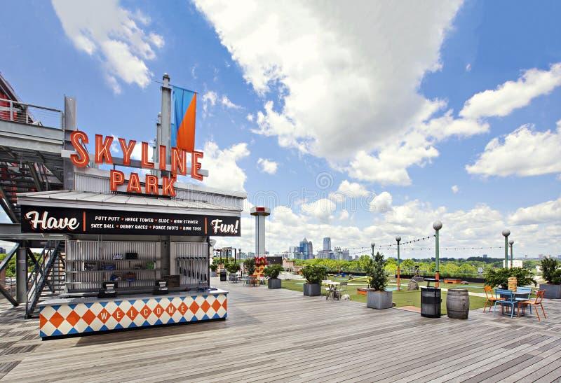 Inträde i Skyline Park, Atlantas populära turistattraktion, Ponce City Market Rooftop arkivbilder