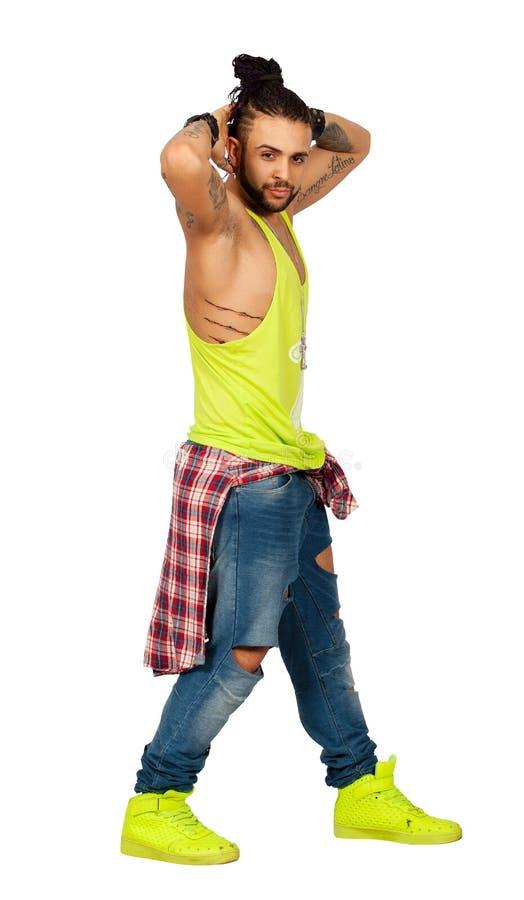 Intreccia le mani urbane dell'uomo di stile dei capelli dietro la sua testa Su fondo bianco Png disponibile fotografia stock