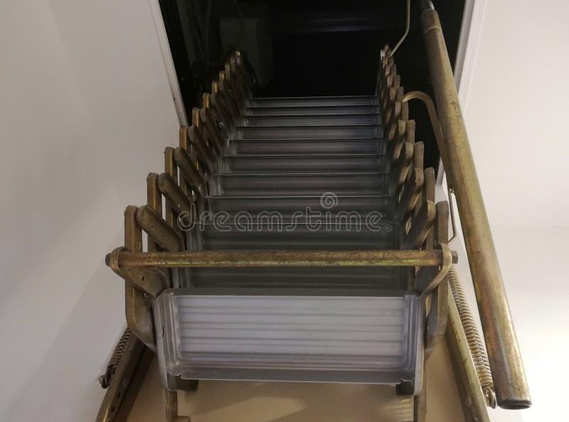 Intrekbare ladder voor zolder royalty-vrije stock afbeelding