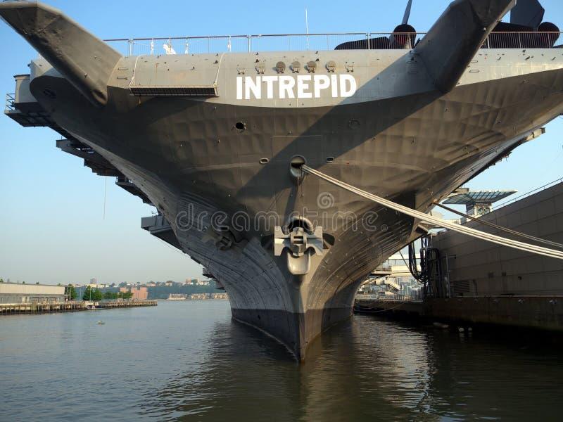 intrepid förtöjd ny krigsskepp york royaltyfria bilder