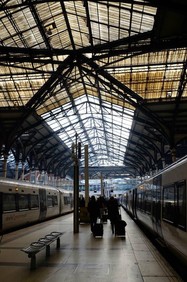 Intressant tak av den Waterloo järnvägsstationen, London, Förenade kungariket royaltyfri foto