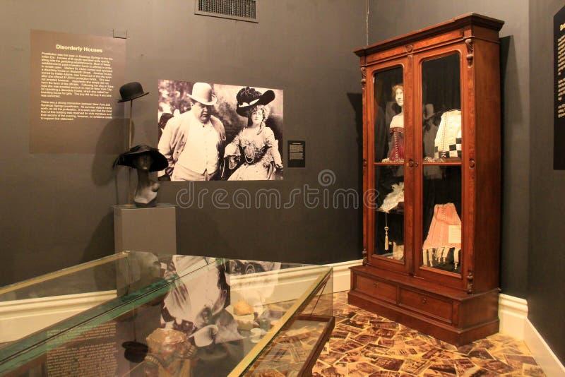Intressant utställning, som täcker historia av prostitution- och folkhopliv, Canfield kasino, Saratoga Springs, New York, 2016 royaltyfri foto