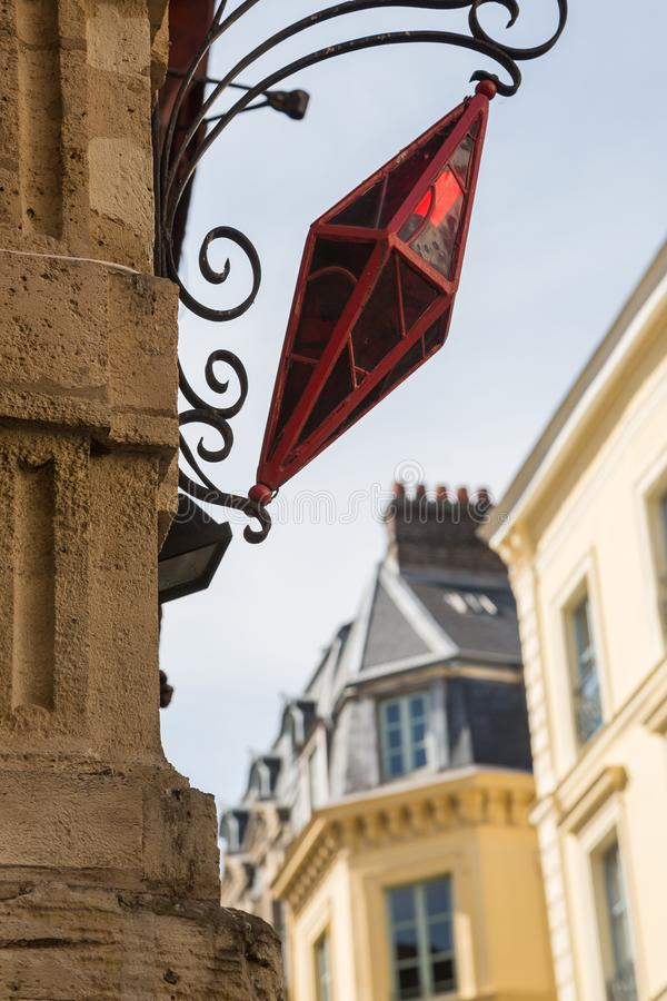 Intressera rött gataljus i Rouen, Normandie arkivfoton
