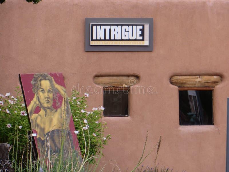 intrig Tecken och konstverk utanför det Santa Fe New Mexico gallerit arkivfoton